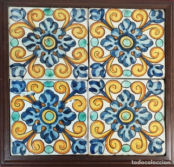COMPOSICIÓN DE 4 AZULEJOS BARROCOS. CERÁMICA CATALANA. DECORADA A MANO. SIGLO XVIII. (Antigüedades - Porcelanas y Cerámicas - Azulejos)
