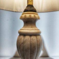 Antigüedades: LAMPARA DE ESCRITORIO IMPERIO EN ÓNIX BLANCO Y MARMOL SIGLO XX. Lote 179224975