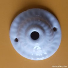 Antigüedades: PLAFON AISLANTE DE PORCELANA PARA LAMPARA TECHO - 5.5 CMS. Lote 179227167