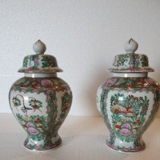 Antigüedades: PAREJA DE TIBORES DE PORCELANA CHINA DE MACAO.. Lote 179234472