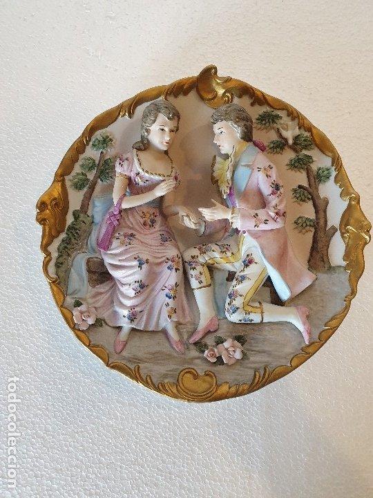 PLATO RELIEVE CERAMICA JAPON (Antigüedades - Porcelana y Cerámica - Japón)