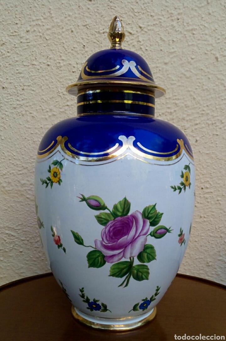 Antigüedades: Jarron frances de porcelana. Decorado mano con motivos florales y oro de ley. Posiblemente Limoges - Foto 2 - 179248748