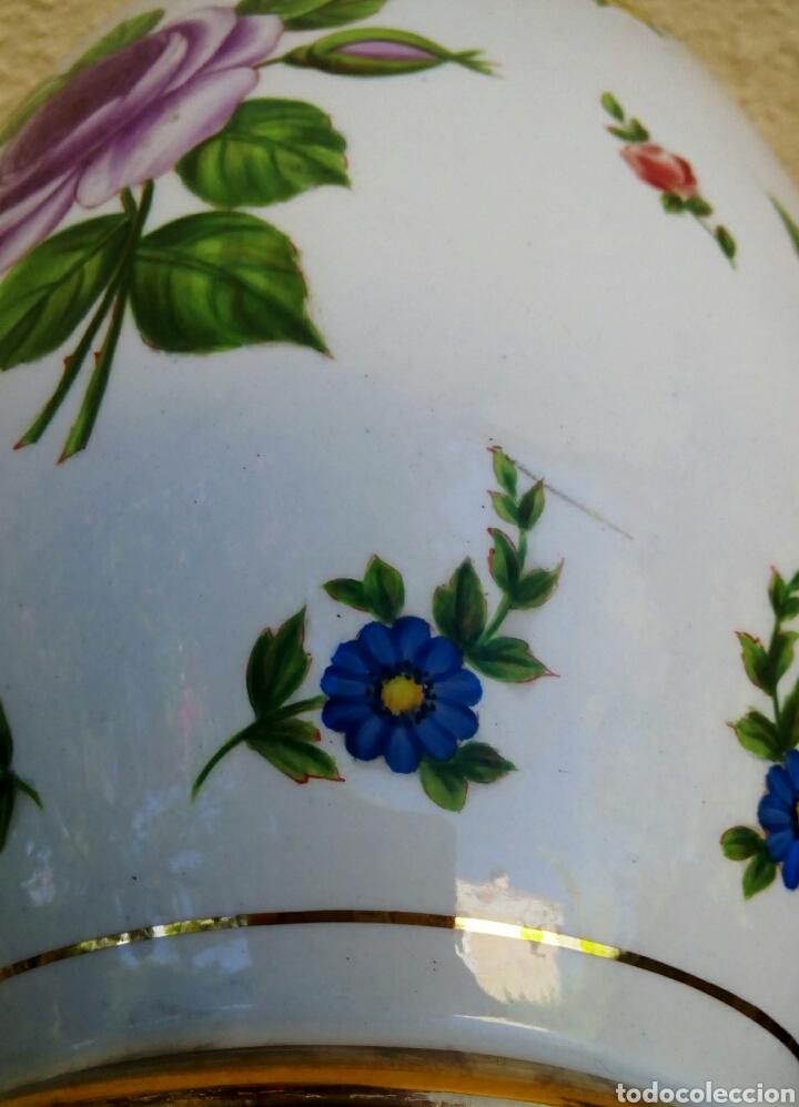 Antigüedades: Jarron frances de porcelana. Decorado mano con motivos florales y oro de ley. Posiblemente Limoges - Foto 11 - 179248748