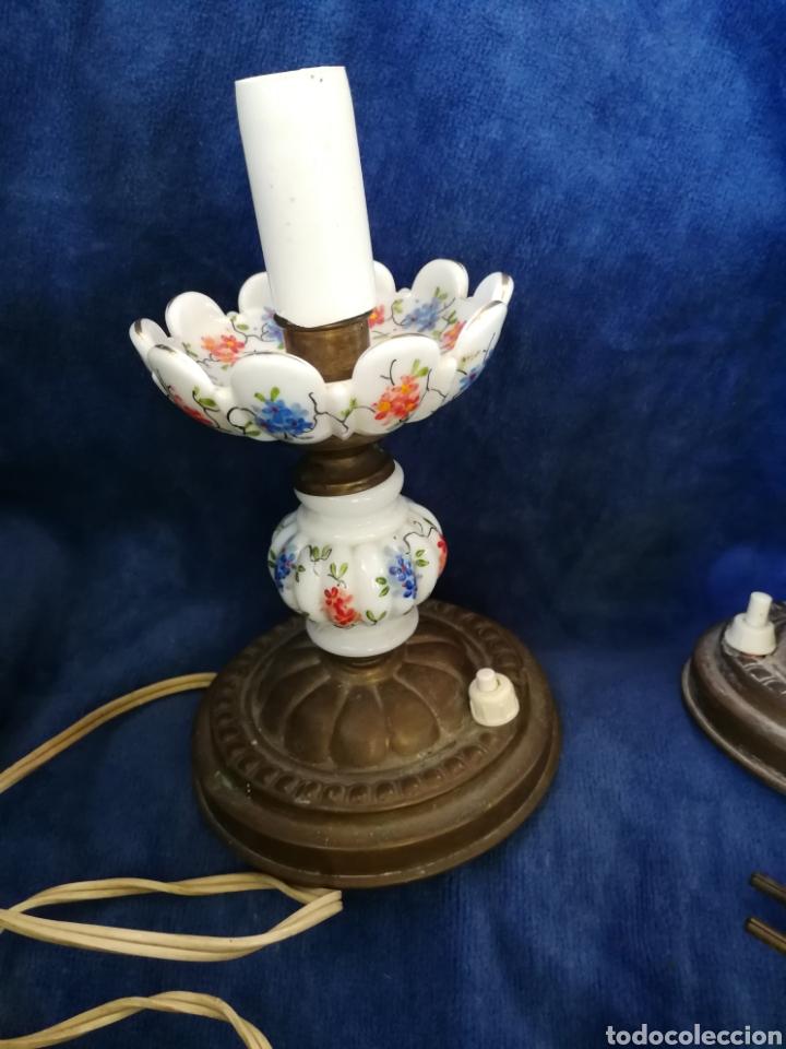 Antigüedades: Pareja lamparas de mesilla antiguas de bronce y porcelana - Foto 3 - 179248960