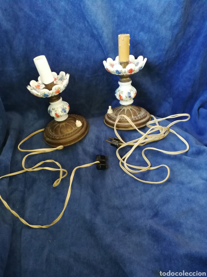PAREJA LAMPARAS DE MESILLA ANTIGUAS DE BRONCE Y PORCELANA (Antigüedades - Iluminación - Lámparas Antiguas)