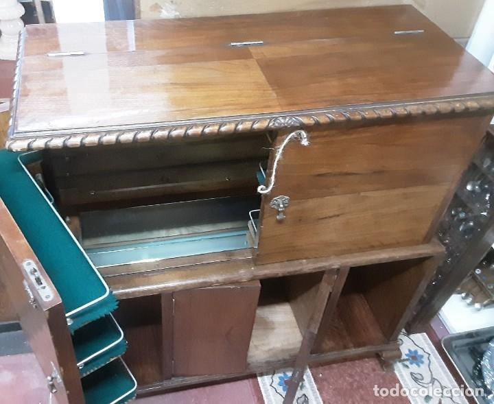 Antigüedades: Mueble bar. Años 40. Madera maciza. Maravilloso mueble para su salón o bodega. - Foto 3 - 179277490