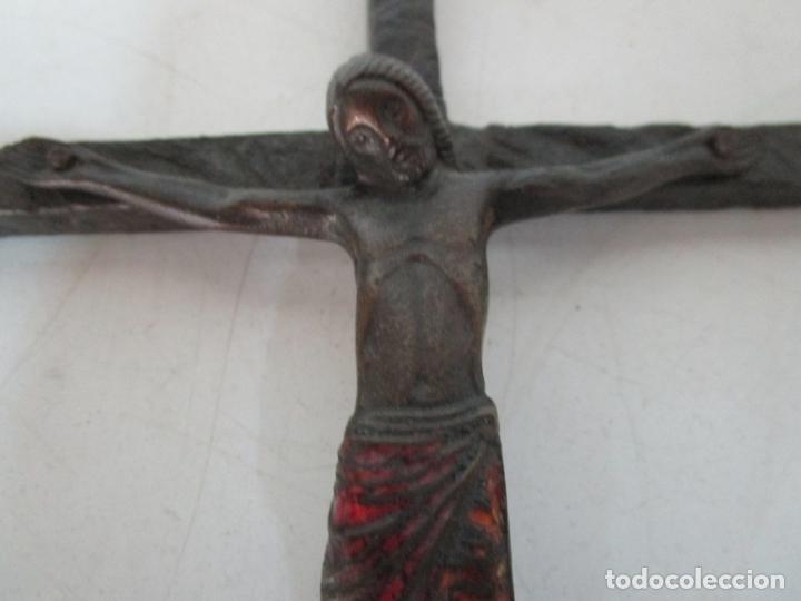 Antigüedades: Bonita Magestat Estilo Románico - Cristo a la Cruz - Hierro Forjado y Esmaltado - S. XIX - Foto 8 - 179313773
