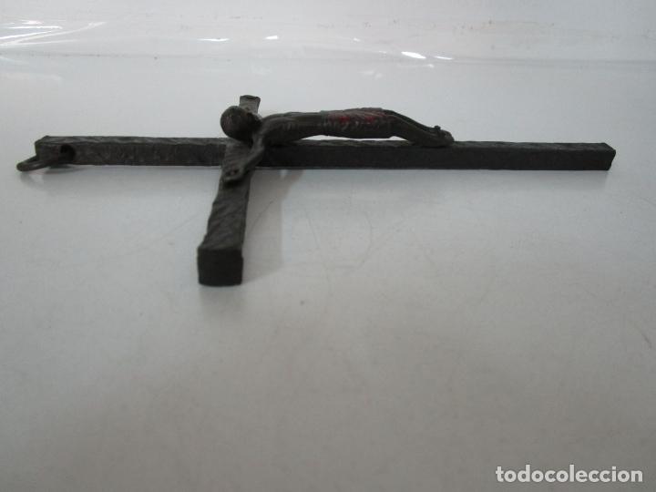 Antigüedades: Bonita Magestat Estilo Románico - Cristo a la Cruz - Hierro Forjado y Esmaltado - S. XIX - Foto 13 - 179313773