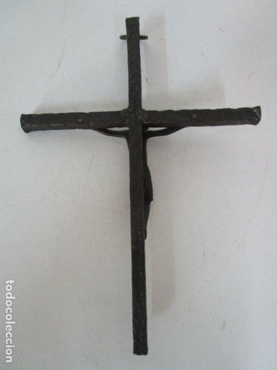 Antigüedades: Bonita Magestat Estilo Románico - Cristo a la Cruz - Hierro Forjado y Esmaltado - S. XIX - Foto 14 - 179313773