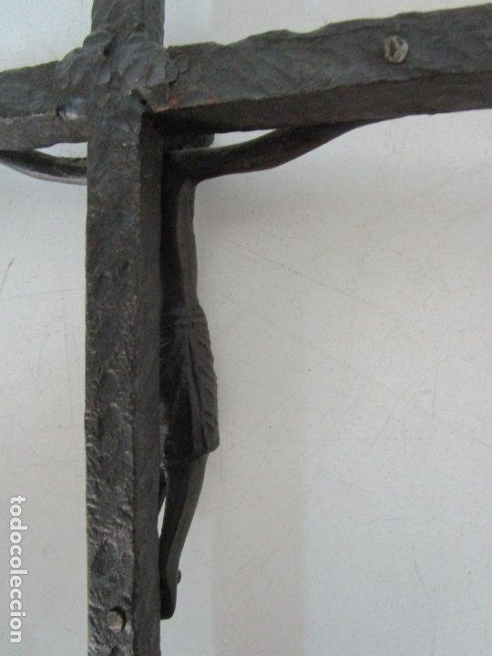 Antigüedades: Bonita Magestat Estilo Románico - Cristo a la Cruz - Hierro Forjado y Esmaltado - S. XIX - Foto 15 - 179313773