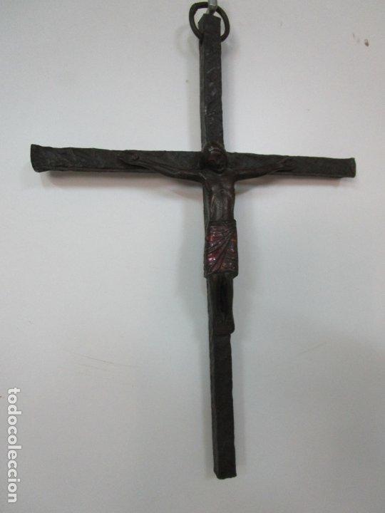 Antigüedades: Bonita Magestat Estilo Románico - Cristo a la Cruz - Hierro Forjado y Esmaltado - S. XIX - Foto 16 - 179313773