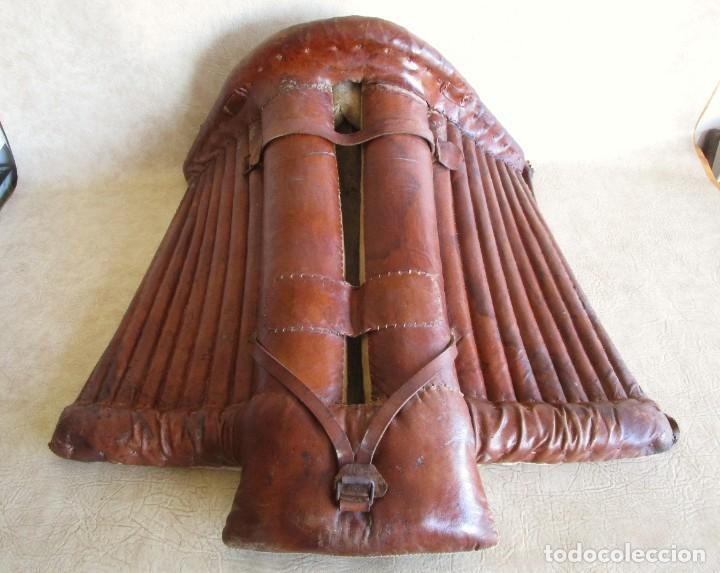 ANTIGUA SILLA O MONTURA DE CABALLO (Antigüedades - Técnicas - Rústicas - Caballería Antigua)