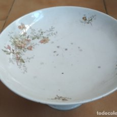 Antigüedades: FRUTERO CERAMICA CON FLORES.AÑOS 50. Lote 179321330