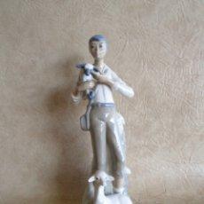 Antigüedades: ANTIGUA FIGURA DE PORCELANA CASADES HECHA EN ESPAÑA 27 CM DE ALTO X 10 CM DIAMETRO. Lote 28317539