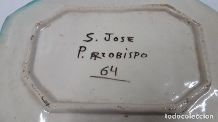 Antigüedades: ANTIGUA BANDEJA REALIZADA EN CERAMICA PUENTE DEL ARZOBISPO . FIRMADA S. JOSE 64. FRENTE 27,6 CM - Foto 10 - 179327176