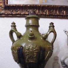 Antigüedades: BOTIJO , CANTIR DE ENGAÑO ,CON MARCAS DE SEGORBE. Y CUEVA SANTA,ALTURA.VIDRIADO 3 ASAS, 45 CMS. ALTO. Lote 179337552