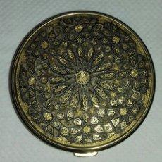 Antigüedades: ANTIGUA POLVERA DAMASQUINADA . Lote 179339307