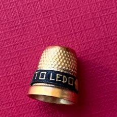 Antigüedades: DEDAL DE COLECCIÓN DE ORO DE TOLEDO. Lote 179375741