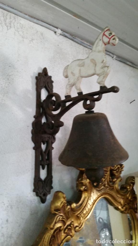 CAMPANA GRANDE DE HIERRO DE FORJA (Antigüedades - Hogar y Decoración - Campanas Antiguas)