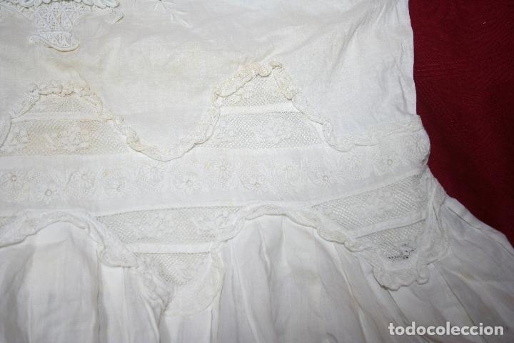 Antigüedades: ANTIGUA FUNDA DE ALMOHADA CON PRECIOSOS BORDADOS A MANO - Foto 4 - 179390221