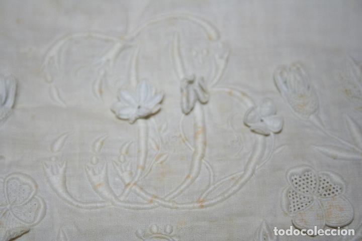 Antigüedades: ANTIGUA FUNDA DE ALMOHADA CON PRECIOSOS BORDADOS A MANO - Foto 6 - 179390221