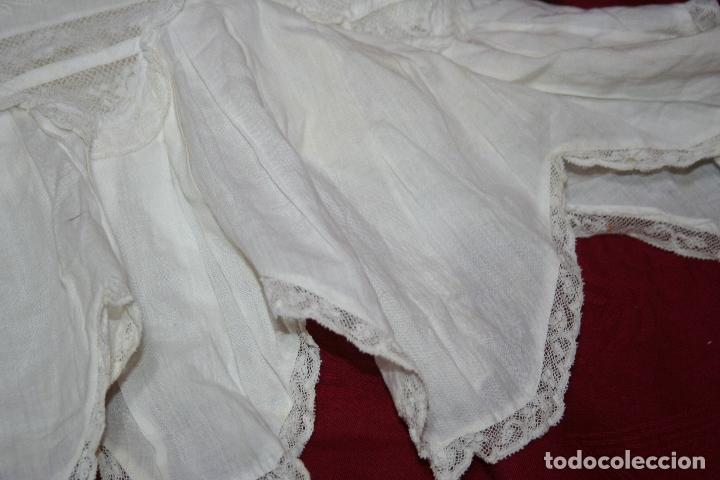 Antigüedades: ANTIGUA FUNDA DE ALMOHADA CON PRECIOSOS BORDADOS A MANO - Foto 10 - 179390221