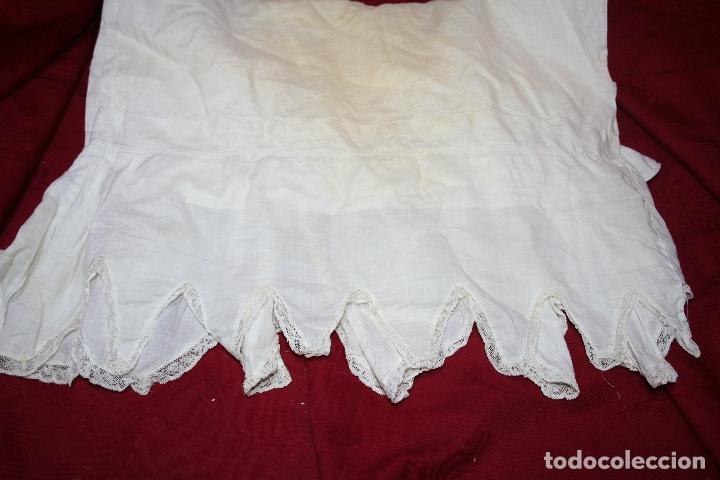 Antigüedades: ANTIGUA FUNDA DE ALMOHADA CON PRECIOSOS BORDADOS A MANO - Foto 11 - 179390221