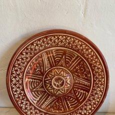 Antigüedades: ANTIGUO PLATO DE CERAMICA CON REFLEJOS METALICOS . Lote 179390998