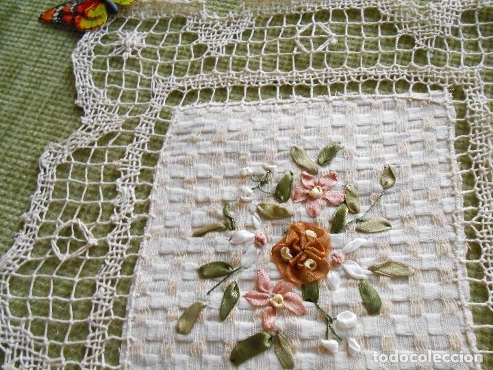 Antigüedades: Bonito tapete,bordado a mano cintas y encajes de toscana. beige 25 x 25 cm. nuevo - Foto 5 - 179392781