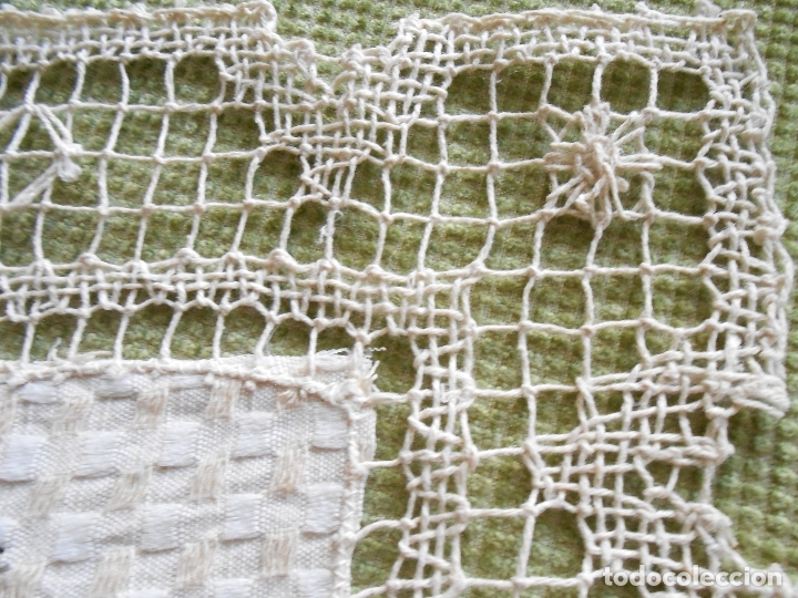 Antigüedades: Bonito tapete,bordado a mano cintas y encajes de toscana. beige 25 x 25 cm. nuevo - Foto 6 - 179392781