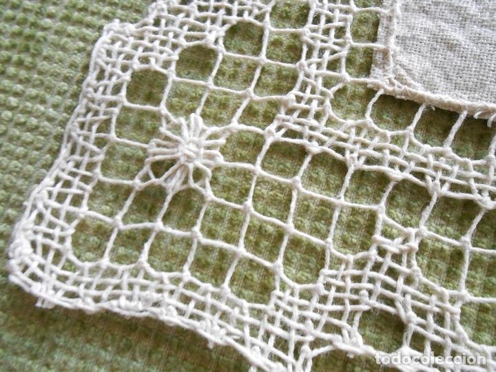Antigüedades: Bonito tapete,bordado a mano cintas y encajes de toscana. beige 25 x 25 cm. nuevo - Foto 7 - 179392781