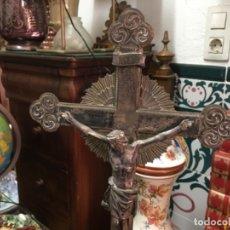 Antigüedades: CRUZ METÁLICA DE ALTAR , SIGLO XIX. Lote 179398473