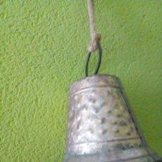 Antigüedades: CAMPANA DE METAL. Lote 179404721