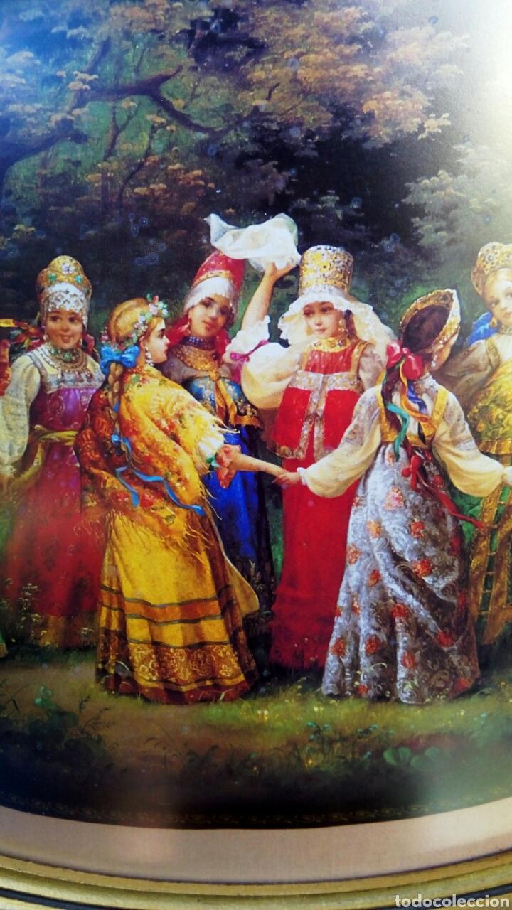 Antigüedades: Cuadro con litografia rusa. Marco de madera oval, decorado en pan de oro - Foto 2 - 179516852