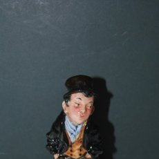 Antigüedades: FIGURA DE PORCELANA ROYAL DOULTON - SERIE PERSONAJES DICKENS - ARTFUL DODGER - OLIVER TWIST. Lote 179522943