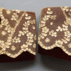 Antigüedades: ANTIGUOS PUÑOS DE TERCIOPELO Y ENCAJE DE TAMBOR S.XIX. Lote 179529738