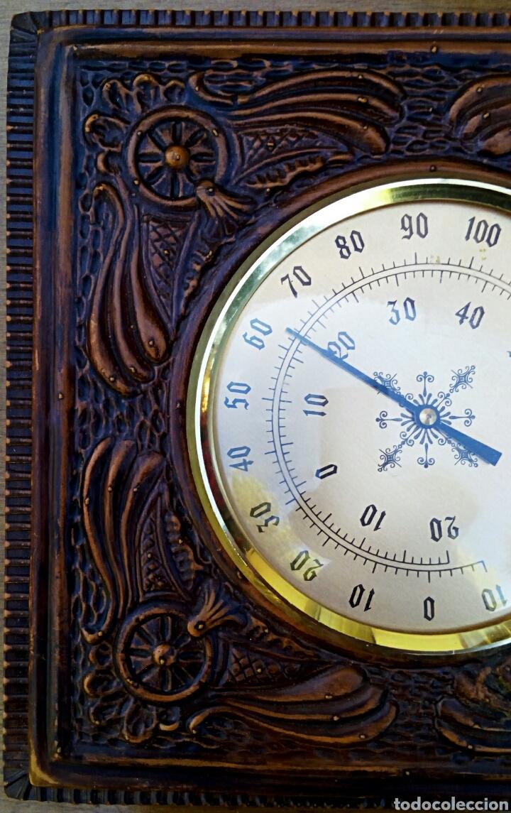 Antigüedades: Barómetro. Simil piel repujada. Medidas 19 x 19 cm - Foto 2 - 179539868