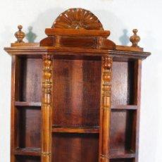 Antiquités: REPISA ESTANTERIA DE MADERA PARA MINIATURAS. Lote 179559960
