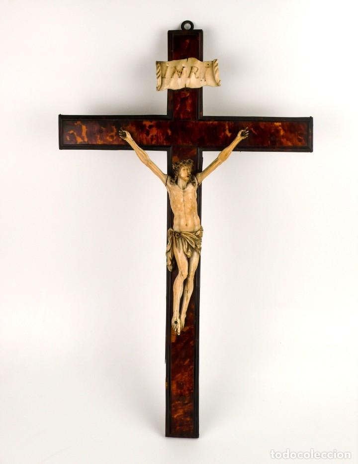 Antigüedades: Crucifijo -Cristo de marfil cruz de carey y madera ebonizada 34 x 56 cm - Siglo XIX o anterior - Foto 2 - 179563367