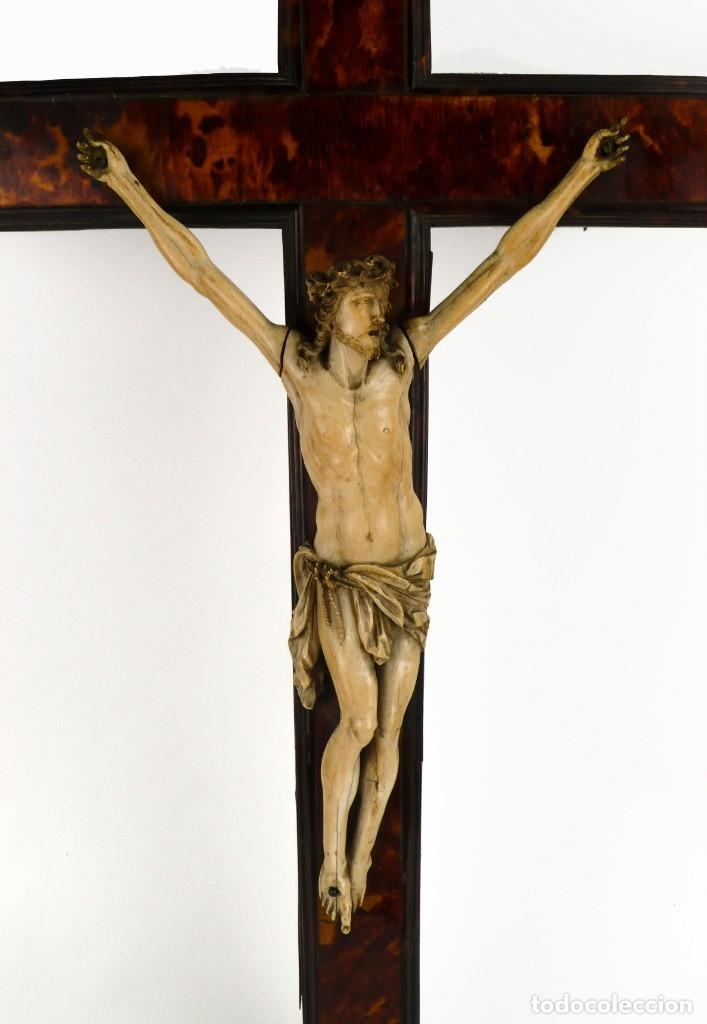 Antigüedades: Crucifijo -Cristo de marfil cruz de carey y madera ebonizada 34 x 56 cm - Siglo XIX o anterior - Foto 3 - 179563367