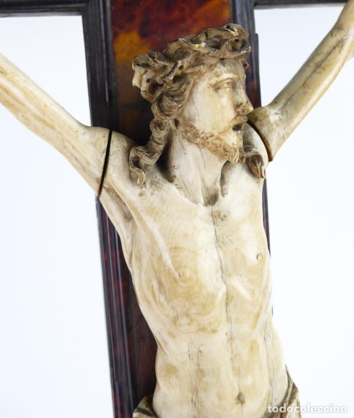 Antigüedades: Crucifijo -Cristo de marfil cruz de carey y madera ebonizada 34 x 56 cm - Siglo XIX o anterior - Foto 7 - 179563367