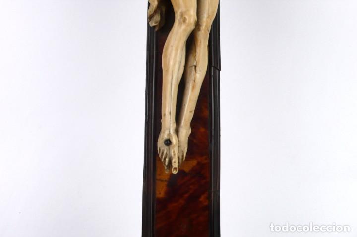Antigüedades: Crucifijo -Cristo de marfil cruz de carey y madera ebonizada 34 x 56 cm - Siglo XIX o anterior - Foto 9 - 179563367