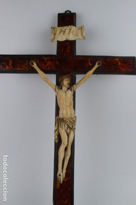 Antigüedades: Crucifijo -Cristo de marfil cruz de carey y madera ebonizada 34 x 56 cm - Siglo XIX o anterior - Foto 14 - 179563367