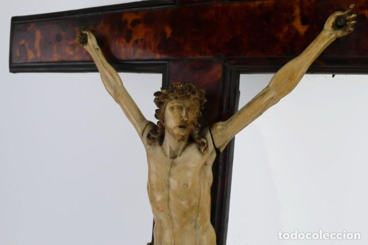 Antigüedades: Crucifijo -Cristo de marfil cruz de carey y madera ebonizada 34 x 56 cm - Siglo XIX o anterior - Foto 15 - 179563367