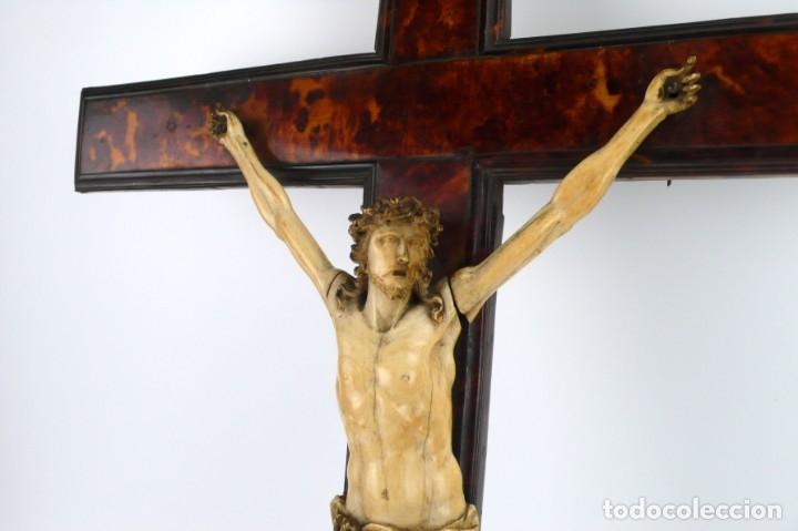 Antigüedades: Crucifijo -Cristo de marfil cruz de carey y madera ebonizada 34 x 56 cm - Siglo XIX o anterior - Foto 17 - 179563367