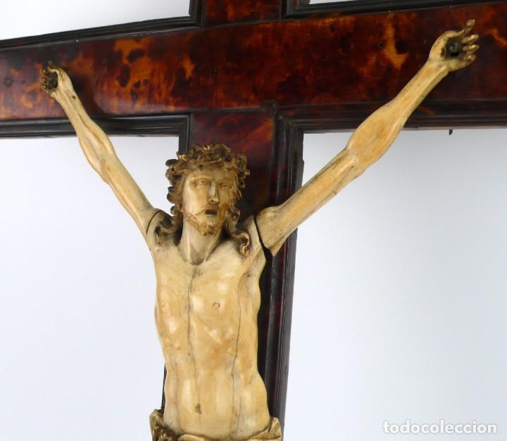 Antigüedades: Crucifijo -Cristo de marfil cruz de carey y madera ebonizada 34 x 56 cm - Siglo XIX o anterior - Foto 18 - 179563367