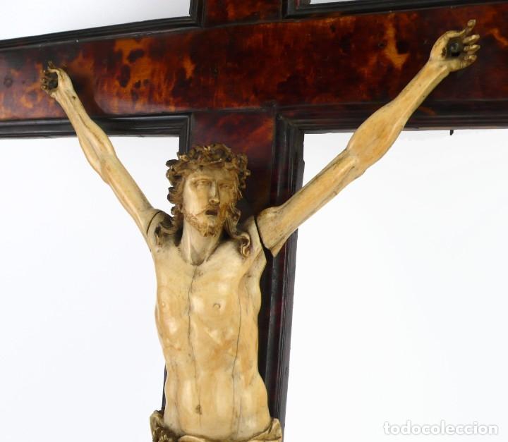 Antigüedades: Crucifijo -Cristo de marfil cruz de carey y madera ebonizada 34 x 56 cm - Siglo XIX o anterior - Foto 19 - 179563367