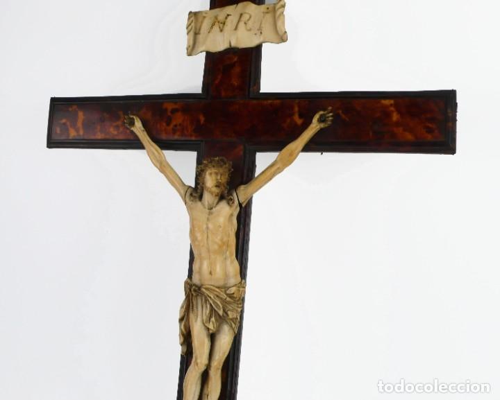 Antigüedades: Crucifijo -Cristo de marfil cruz de carey y madera ebonizada 34 x 56 cm - Siglo XIX o anterior - Foto 20 - 179563367