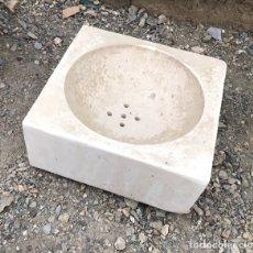 Antigüedades: PILA DE PIEDRA ARENISCA. 32X32X9 CM.. Lote 179950982