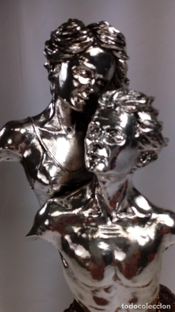ENAMORADOS. FIGURA CON BAÑO EN COBRE Y COBRE PLATEADO, SEGUNDA MITAD DEL S. XX. (Antigüedades - Hogar y Decoración - Figuras Antiguas)